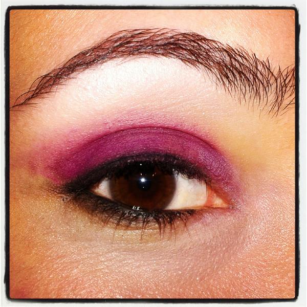 maquillaje purpura ahumado